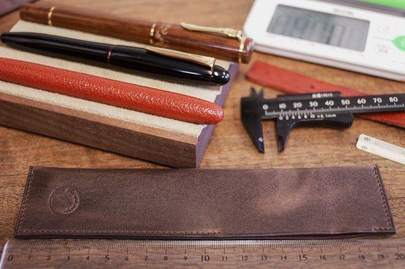 長いペンを持ち運ぶ ~長寸万年筆ケースのご案内~